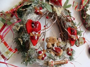 Teddy Loves Cranberry Wreath
